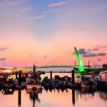 【新北淡水漁人碼頭】一起慢步美麗光雕情人橋,欣賞無敵海景/夕陽/夜景 幸福情人塔